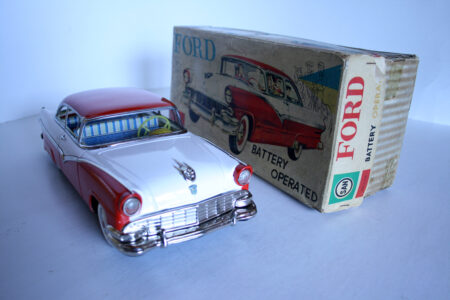Marusan Kosuge 50's Ford Fairlane Club 1956 Battery Operated