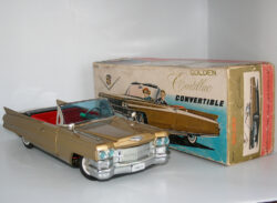 Cadillac Golden in Box original Bandai