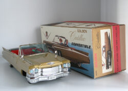 Cadillac Golden in repro box Bandai