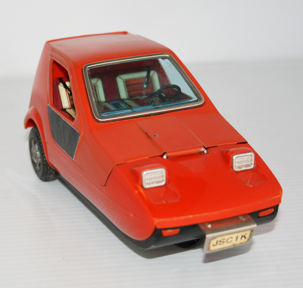 Bandai Japan 70's Bond Reliant Bug Battery Operated 7 inches (18 cm) original tin toy car